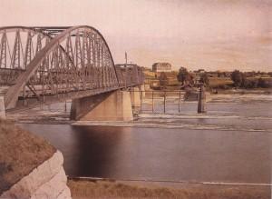 Foto taget från Morasidan av älven 19100827. Från Albert Kahns arkiv. Unikt med färgfoto 1910.